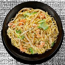 Паста с креветками, кальмарами и цукини в сливочном соусе