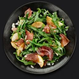 Салат с пармской ветчиной, рукколой и грушей