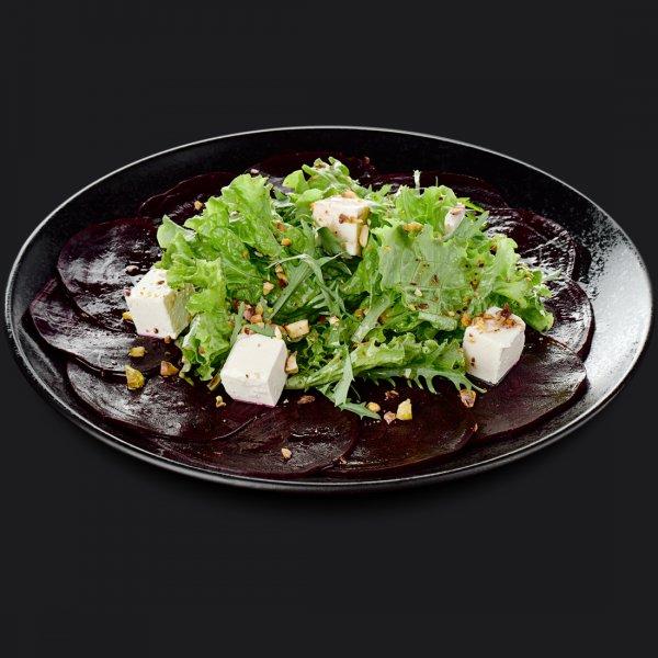 Салат с печёной свёклой и фисташками