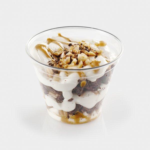 Брауни с карамелью и орехами