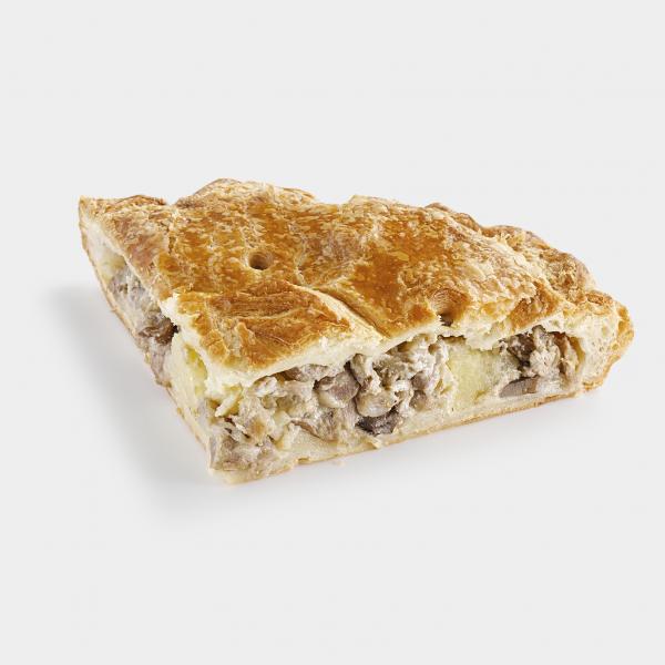 Картофельно-мясной пирог с грибами на слоёном тесте