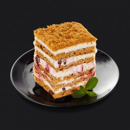 Медовый торт с брусникой