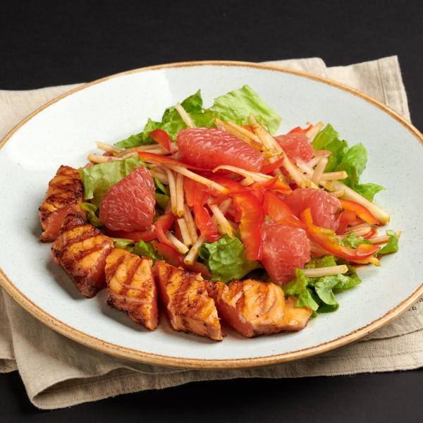 Салат со слегка обжаренной сёмгой и грейпфрутом