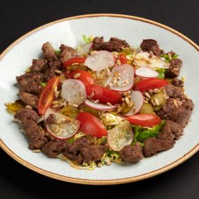 Салат с куриной печенью и овощами