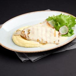 Кальмар под сливками с картофельным пюре