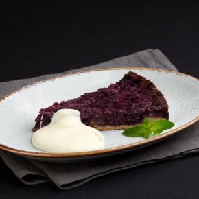 Черничный пирог со сливочным соусом