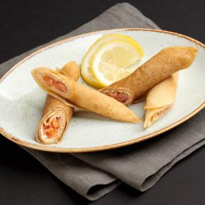 Блинчики с малосольной сёмгой и сливочным сыром