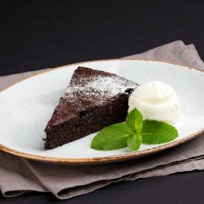 Шоколадный пирог с мороженым
