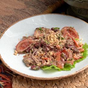 Салат по-тбилисски с телятиной и фасолью