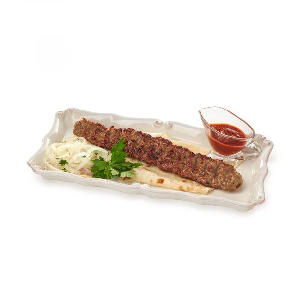 Люля-кебаб из говядины на лаваше с маринованным белым луком и соусом сацебели