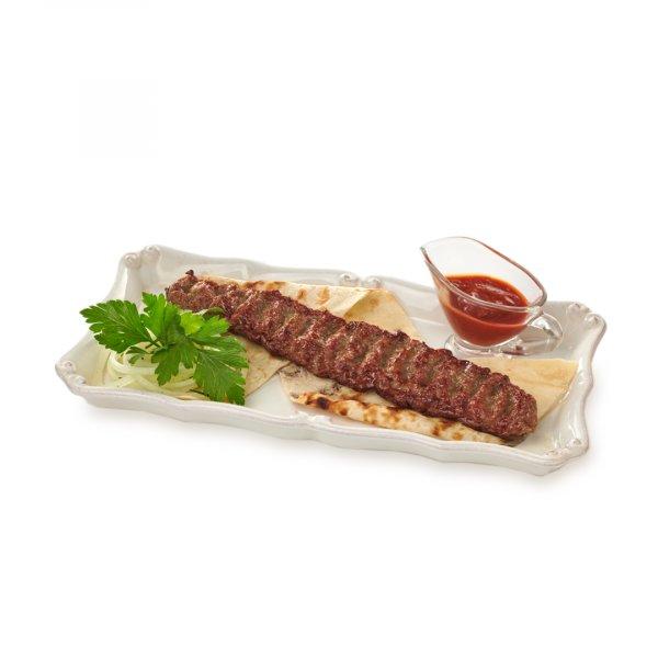 Люля-кебаб из баранины на лаваше с маринованным белым луком и соусом сацебели