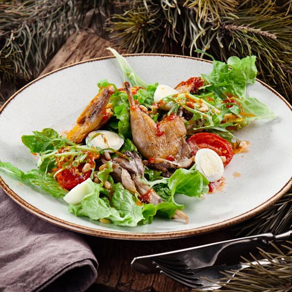 Салат с перепёлкой и вёшенками