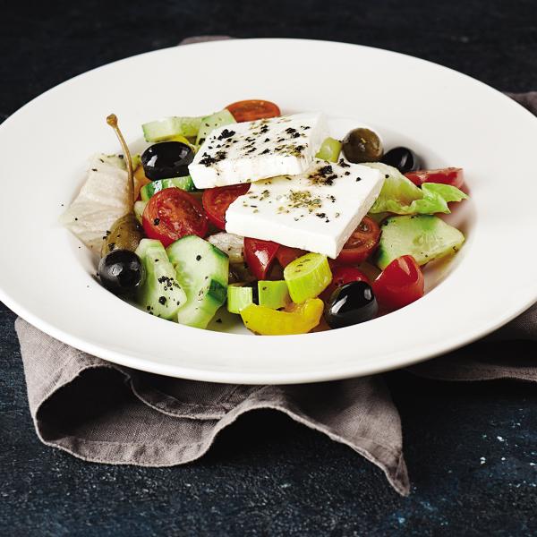 Салат греческий с плодами каперсов