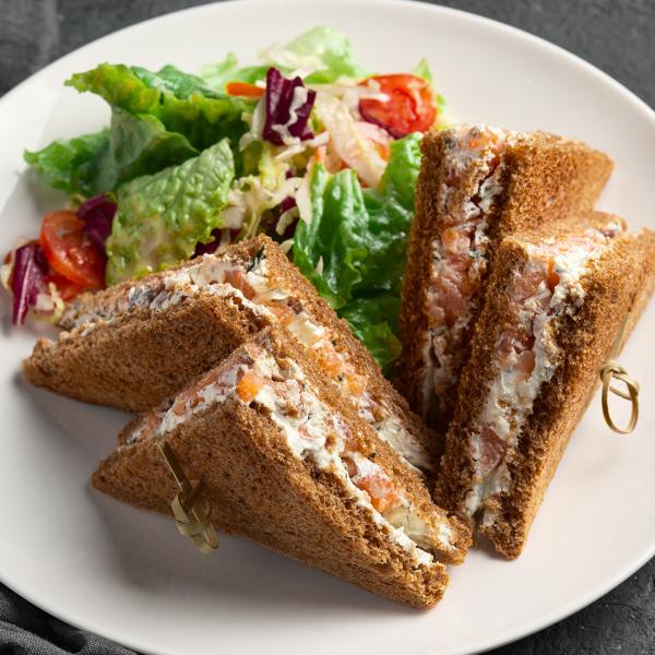 Сэндвич с сёмгой и сыром Филадельфия