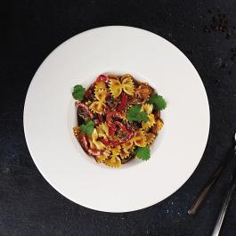 Фарфалле с говядиной в устричном соусе