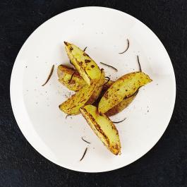 Картофельные дольки с розмарином