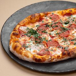 Пицца пепперони с перчиком чили