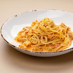 Спагетти с мидиями и тигровыми креветками в сливочно-томатном соусе с томатами черри