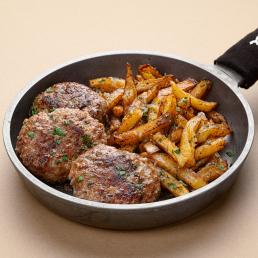 Сочные домашние котлеты из говядины с жареной картошкой