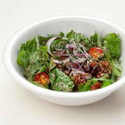 Тёплый салат с телячьими щёчками и красной фасолью