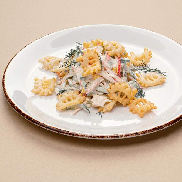 Салат с крабовыми палочками и сладкой кукурузой