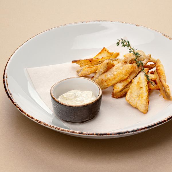 Жаренные на сковороде филейки окуньков с соусом тартар