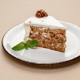 Сицилийский торт с морковным бисквитом, сливочным кремом и грецким орехом