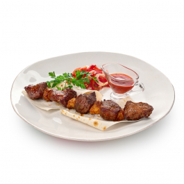 Узбекча на лаваше с салатом ачик-чучук и томатным соусом