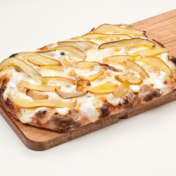 Римская пицца с грушей и горгонзолой