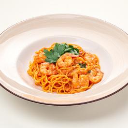 Спагетти с креветками в сливочно-томатном соусе