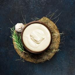 Козий плавленый сыр с розмарином и чесноком