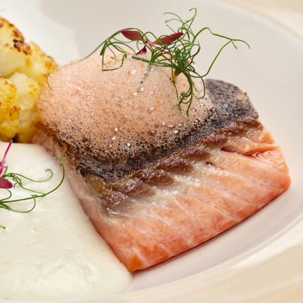 Стейк томлёного лосося