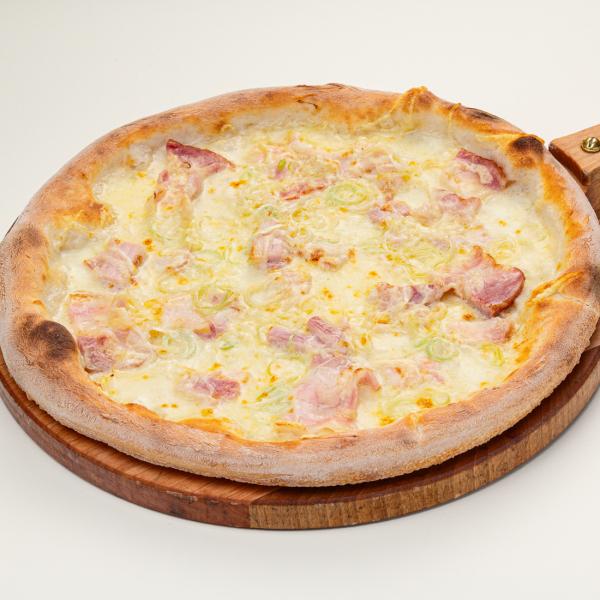 Пицца с беконом и деревенской сметаной