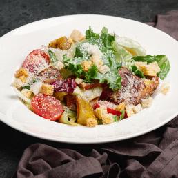 Теплый салат с беконом под пармезаном