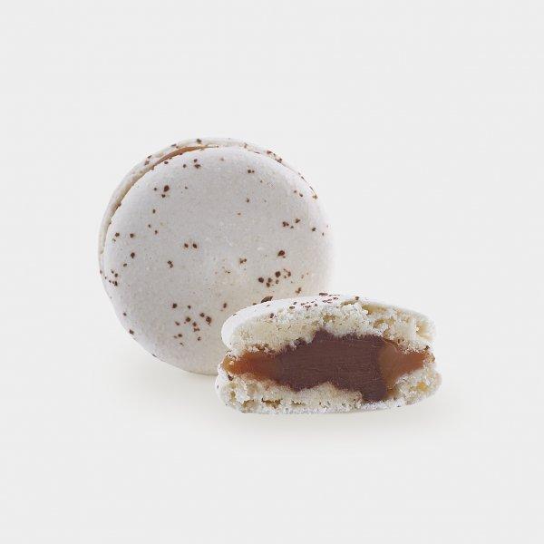 Макарон соленая карамель