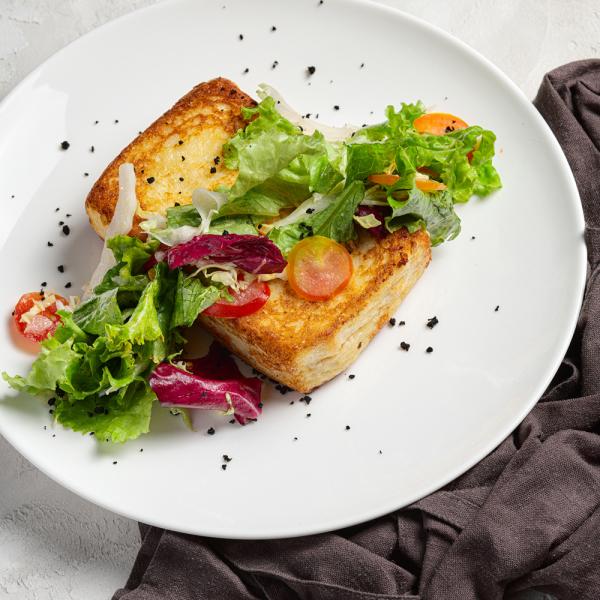 Французский тост с сыром и ветчиной