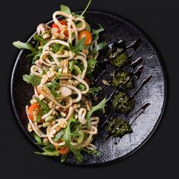 Салат с кальмаром и шампиньонами