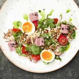 Ростбиф с овощами и имбирным соусом
