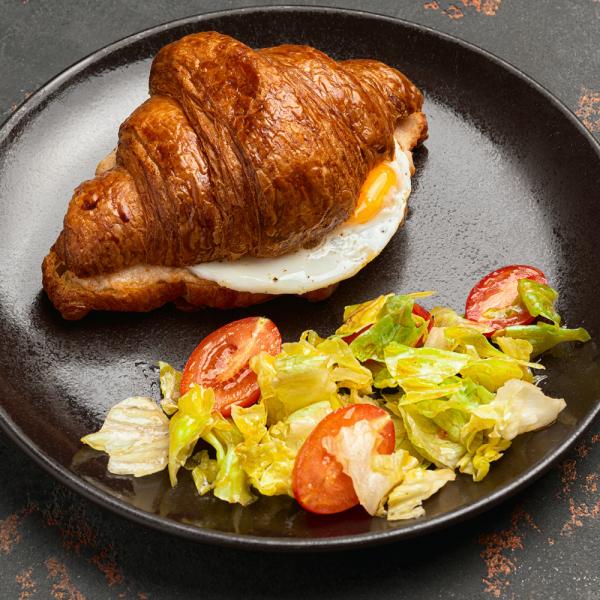 Круассан с ветчиной, сыром и яйцом