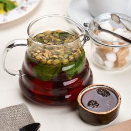 Иван-чай с корицей, кардамоном и варьеньем из сосновых шишек