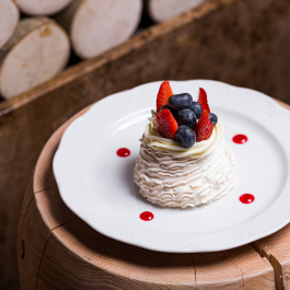 Павлова – хрустящее безе с ягодами