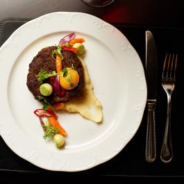Бифштекс из мраморной говядины с картофельным пюре