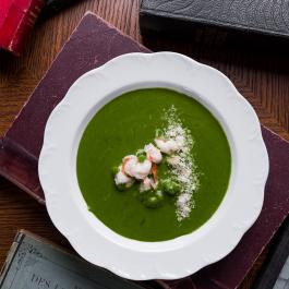 Сливочный крем-суп из шпината с лангустинами