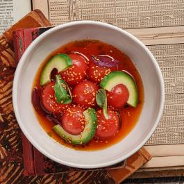 Маринованные томаты в цитрусе с авокадо