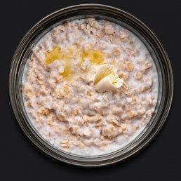 Овсяная каша на коровьем молоке со сливочным маслом