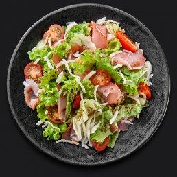 Салат с козьим сыром и сырокопчёным балыком