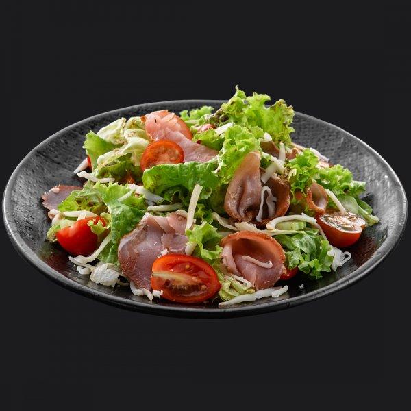 Салат с козьим сыром и балыком