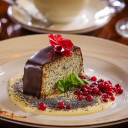 Фирменный маковый десерт с фруктовой пастилой