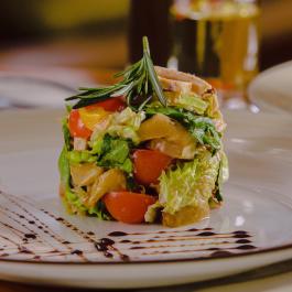Салат из нежного мяса кролика