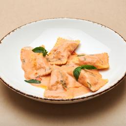 Равиоли с лососем и плавленым сыром